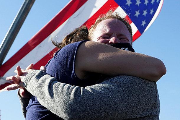 Сторонники Джо Байдена празднуют победу в Уилмингтоне, штат Делавэр