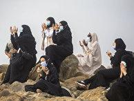 Мусульманские паломники молятся во время хаджа близ города Мекка, Саудовская Аравия