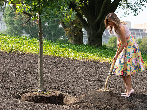 First Lady Melania Trump participates in a White House Historical Association tree planting on the South Lawn of the White House. The sapling was taken from the Eisenhower Oak located near the Kennedy Garden | August 27, 2018