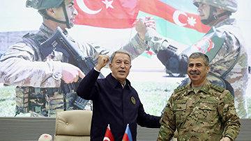 Министр обороны Азербайджана Закир Гасанов и министр обороны Турции Хулуси Акар