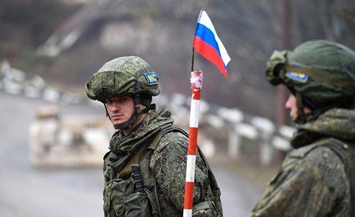 Российские миротворцы обеспечивают безопасность движения по Лачинскому коридору
