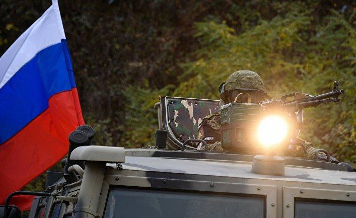 Сопровождение российскими миротворцами азербайджанской военной колонны