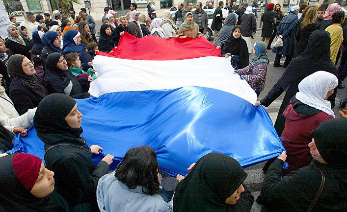 Участники протеста в Марселе, Франция