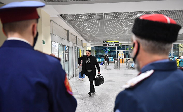 Профилактическая работа казаков-дружинников по соблюдению масочного режима в аэропорту Домодедово