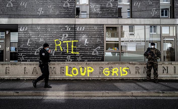 На фасаде Национального центра армянской памяти появились граффити «Серый волк» и «RTE»