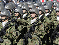 Солдаты сил самообороны Японии на военной базе Асака
