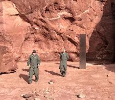 Таинственный монолит в пустыне Юты