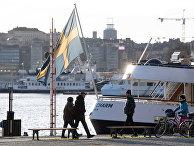 Люди на набережной в Стокгольме, Швеция