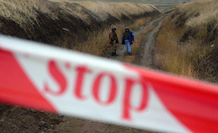 Сотрудники Национального агентства по разминированию территорий Азербайджана