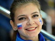 Болельщица в матче группового этапа чемпионата мира по хоккею