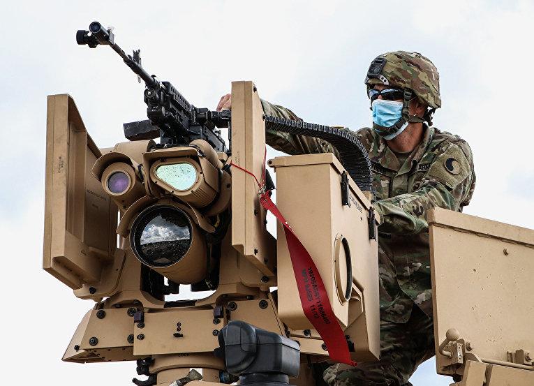 Солдаты США тренируются с системами дистанционного оружия