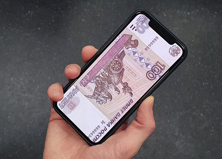 Денежная купюра на экране смартфона