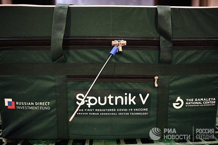 Контейнер с вакциной Sputnik V от COVID-19, разработанной Национальным центром эпидемиологии и микробиологии имени Н. Гамалеи, в международном аэропорту Шереметьево в Москве