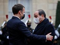Президент Франции Эммануэль Макрон и президент Египта Абдул-Фаттах Халил Ас-Сиси на встрече в Париже
