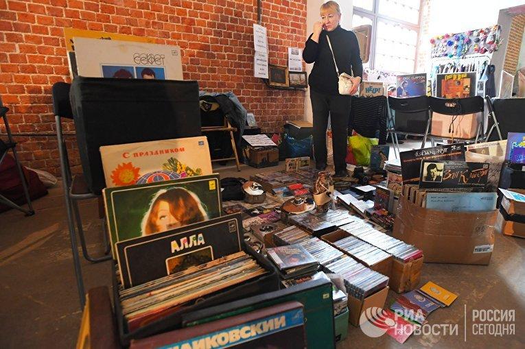 Виниловые пластинки и компакт-диски