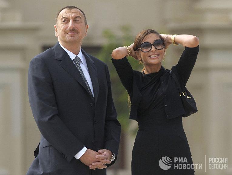 Официальная церемония встречи президента РФ Дмитрия Медведева президентом Азербайджана Ильхамом Алиевым