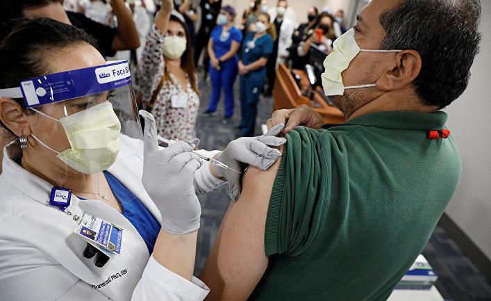 Вакцинация в Майами, штат Флорида, США