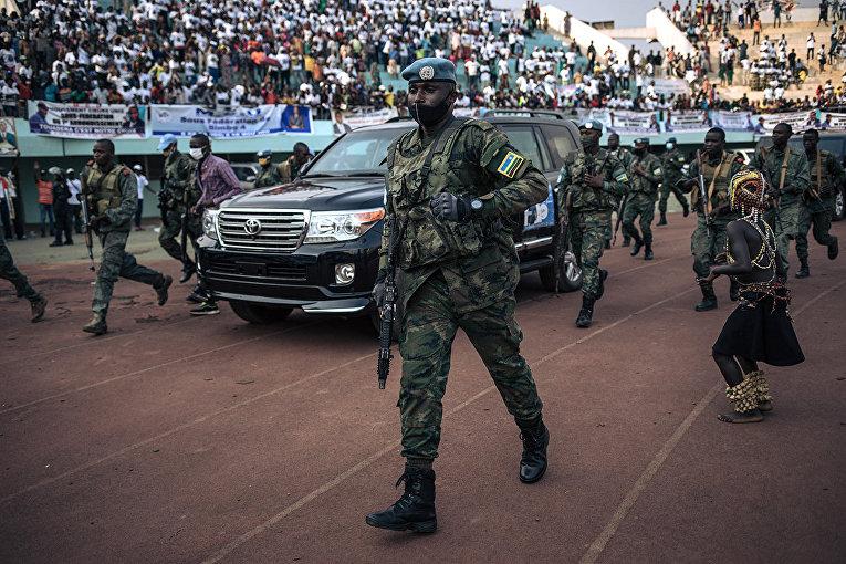 Кортеж президента Центральноафриканской Республики в Банги