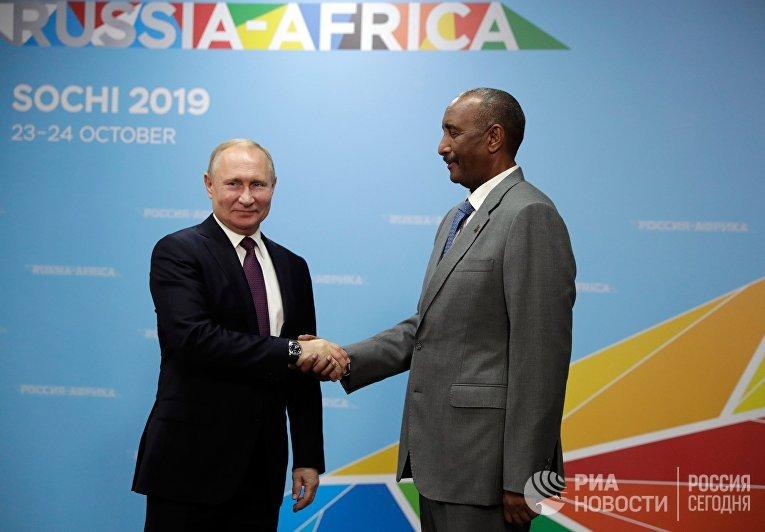 Президент РФ Владимир Путин и председатель Верховного (Суверенного) Совета Республики Судан Абдельфаттах Бурхан