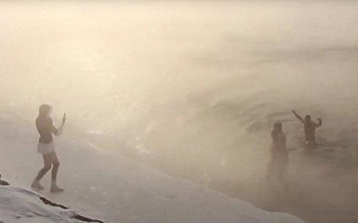 Euronews: русские на новый год ныряют в ледяной Байкал
