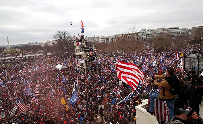 Протестующие на митинге в Вашингтоне