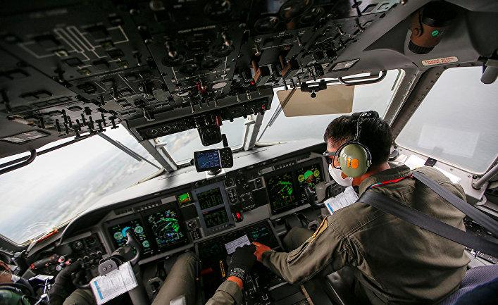 Пилоты индонезийских ВВС во время поиска самолета Sriwijaya Air SJ-182