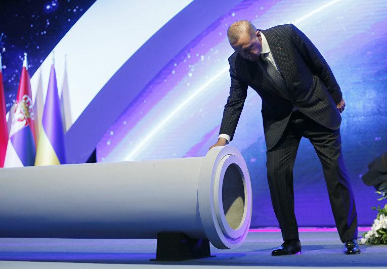 12июня 2018. Президент Турции Реджеп Тайип Эрдоган струбой для Трансанатолийского газопровода— части Южного газового коридора изАзербайджана вТурцию идалее вЕвропу