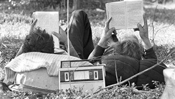 Прослушивание радио в выходной день
