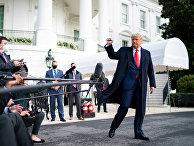 Трамп общается с прессой возле Белого дома в Вашингтоне