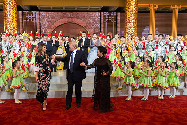 Президент США Дональд Трамп и первая леди Мелания Трамп во время посещения Китая