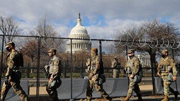 Солдаты Национальной гвардии США возле здания Капитолия в Вашингтоне