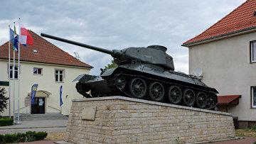Монумент в городе Борне-Сулиново, Польша