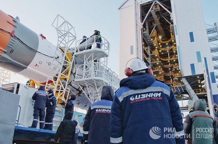 """РКН """"Союз-2.1б"""" с КА OneWeb установлена на стартовый стол на космодроме Восточный"""