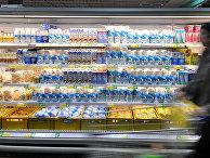 Продажа молока в магазине