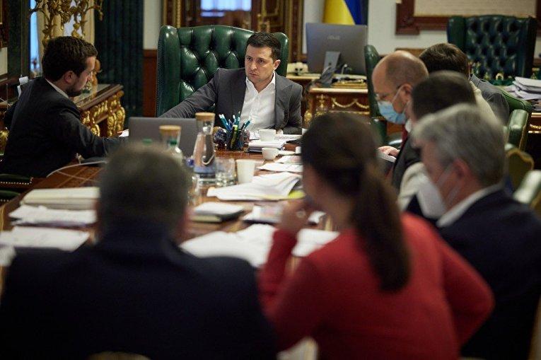 Президент Украины Владимир Зеленский на совещании