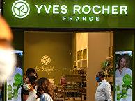 Витрина магазина Yves Rocher