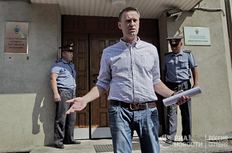 Алексей Навальный приехал на допрос в СКР