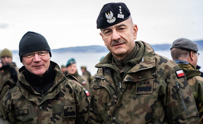 Начальник Генерального штаба Польшы генерал Раймунд Анджейчак во время военных учений НАТО