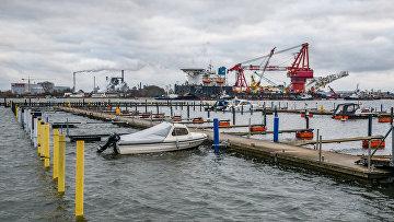 "Судно-трубоукладчик ""Фортуна"" покидает порт Висмар"