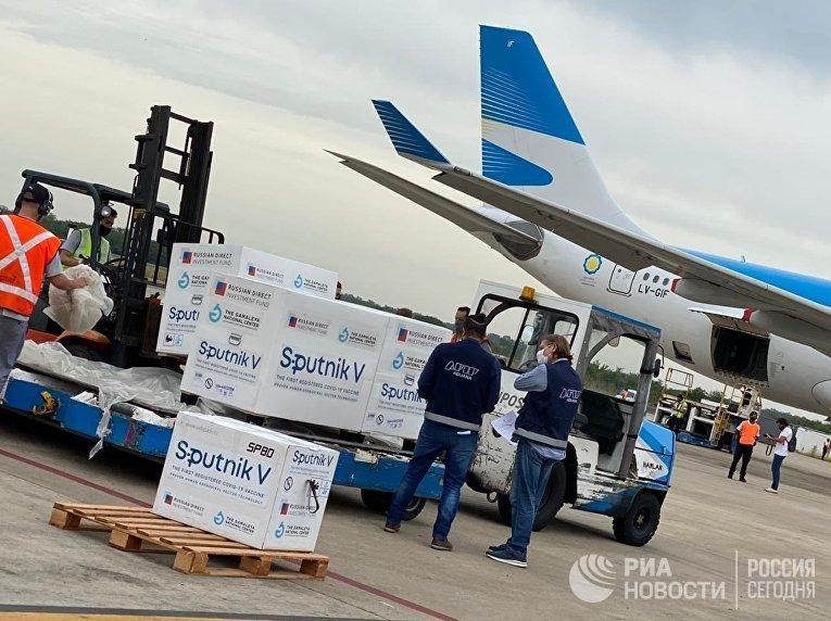 Очередная партия российской вакцины Sputnik V доставлена в Аргентину