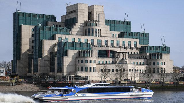 Путин раскритиковал главу МИ-6 за неопытность: Не портите российско-британские отношения (Daily Express, Великобритания)
