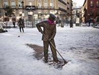 Устранение последствий снежной бури в Мадриде