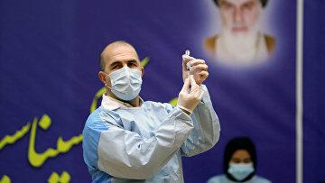 Вакцинация российской вакциной Sputnik V в больнице им. Имама Хомейни в Тегеране, Иран
