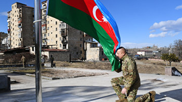 Президент Азербайджана Ильхам Алиев посетил г. Шуша. Шуша перешла под контроль Баку 8 ноября 2020.
