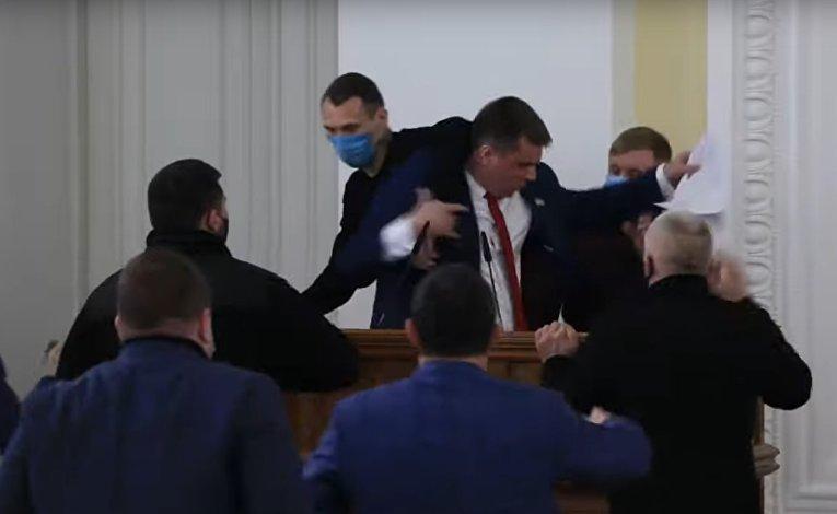 В Харькове депутаты сцепились из-за русского языка и госпереворота