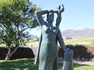 Гудрид и Снорри. Статуя в поселке Глёймбайр, Исландия