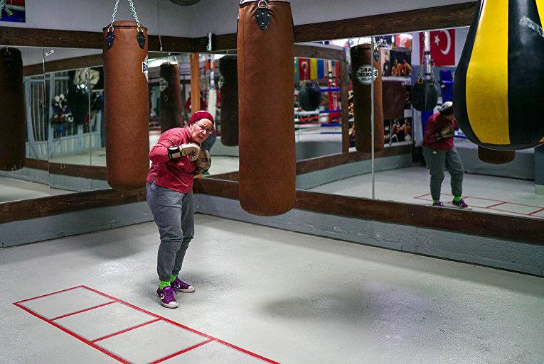 Нэнси Ван Дер Страттен занимается боксом для борьбы с болезнью Паркинсона