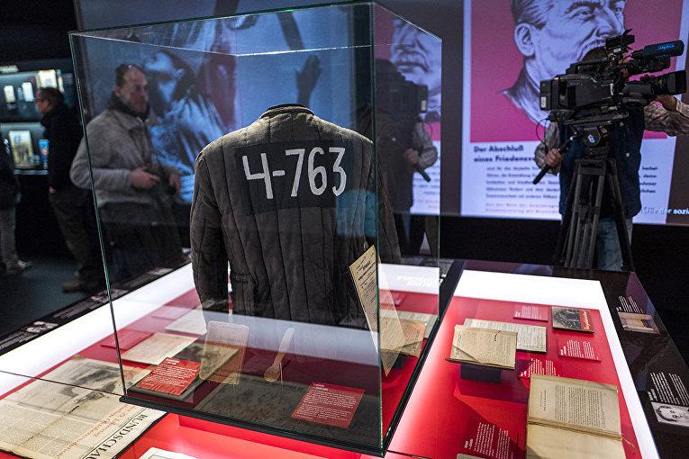 Телогрейка заключенного ГУЛАГа на тематической выставке в Берлине, Германия