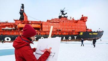 Ледокол со школьниками вернулся из рейса на Северный полюс