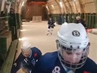 """Россияне играют в хоккей внутри транспортного самолета Ан-124 """"Руслан"""""""